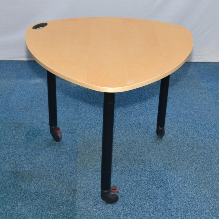 Kinnarps Maple Veneer 900x900 Triangle Table
