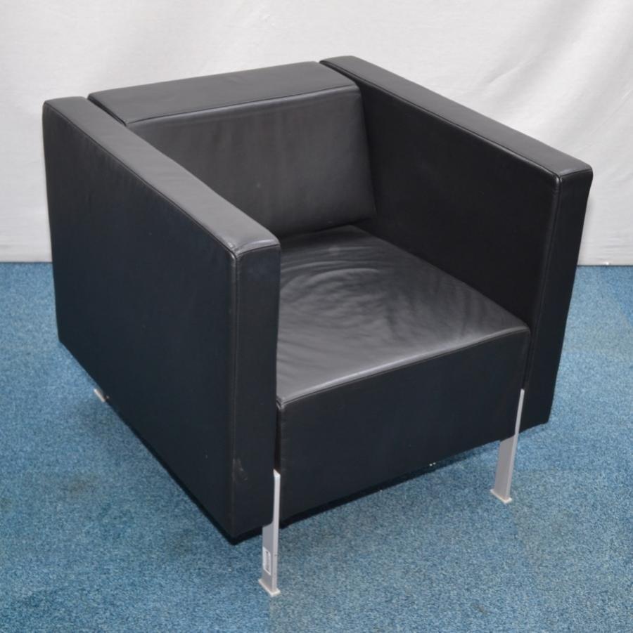 Kinnarps Pio 951 Black Leather Arm Chair