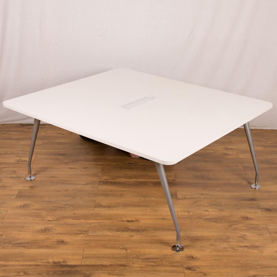 Mobili White 1400x1650 Conference Table