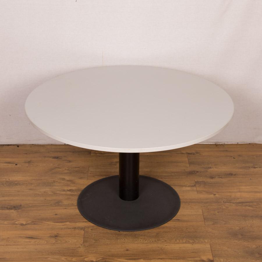 kinnarps light grey 1100d round office table