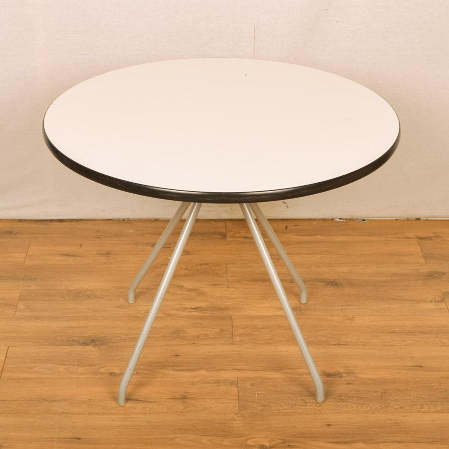 White 900D Round Office Table (RT37)