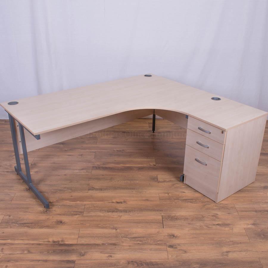Maple 1800x1600 Corner Workstation (CW74)