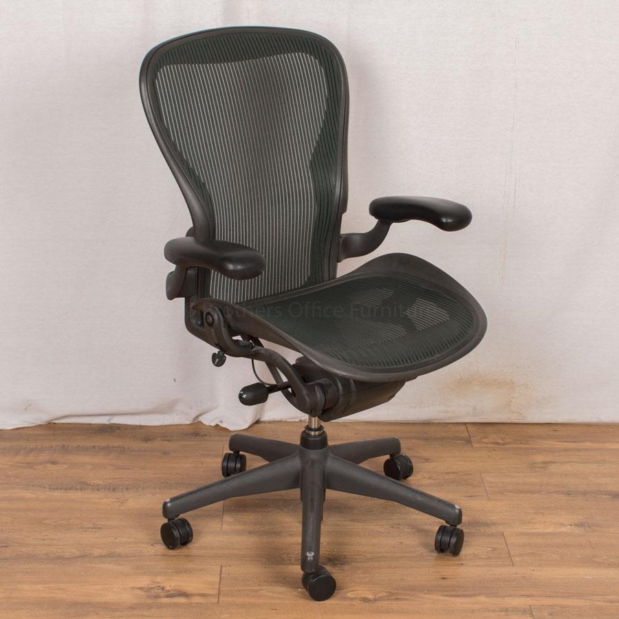 Herman Miller Aeron Chair | Green | Size C