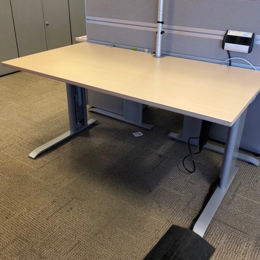 Bene Maple 1600x800 Height Adjustable Desk