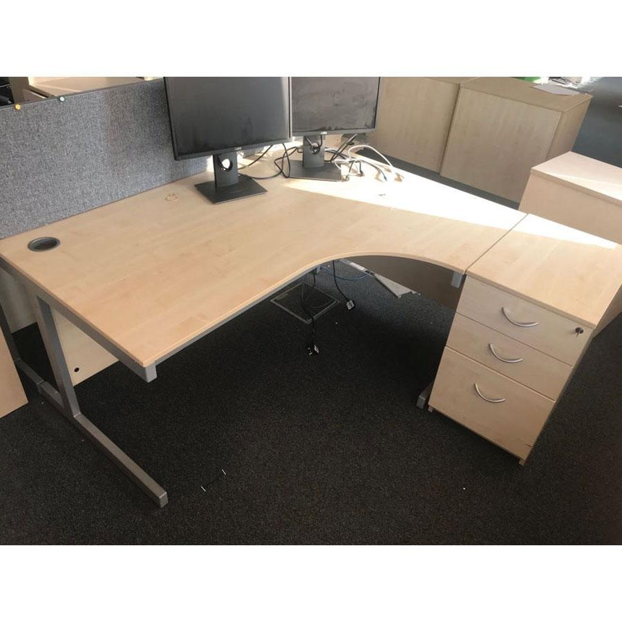 Bravo Maple 1600x1600 Corner Workstation (CW95)