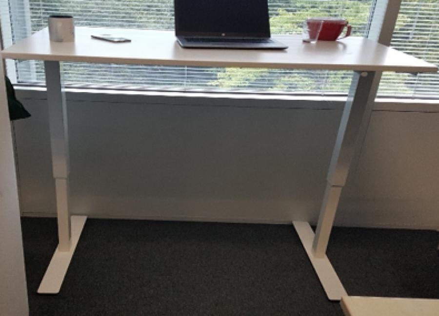 White 1200x700 Electric Sit Stand Desk