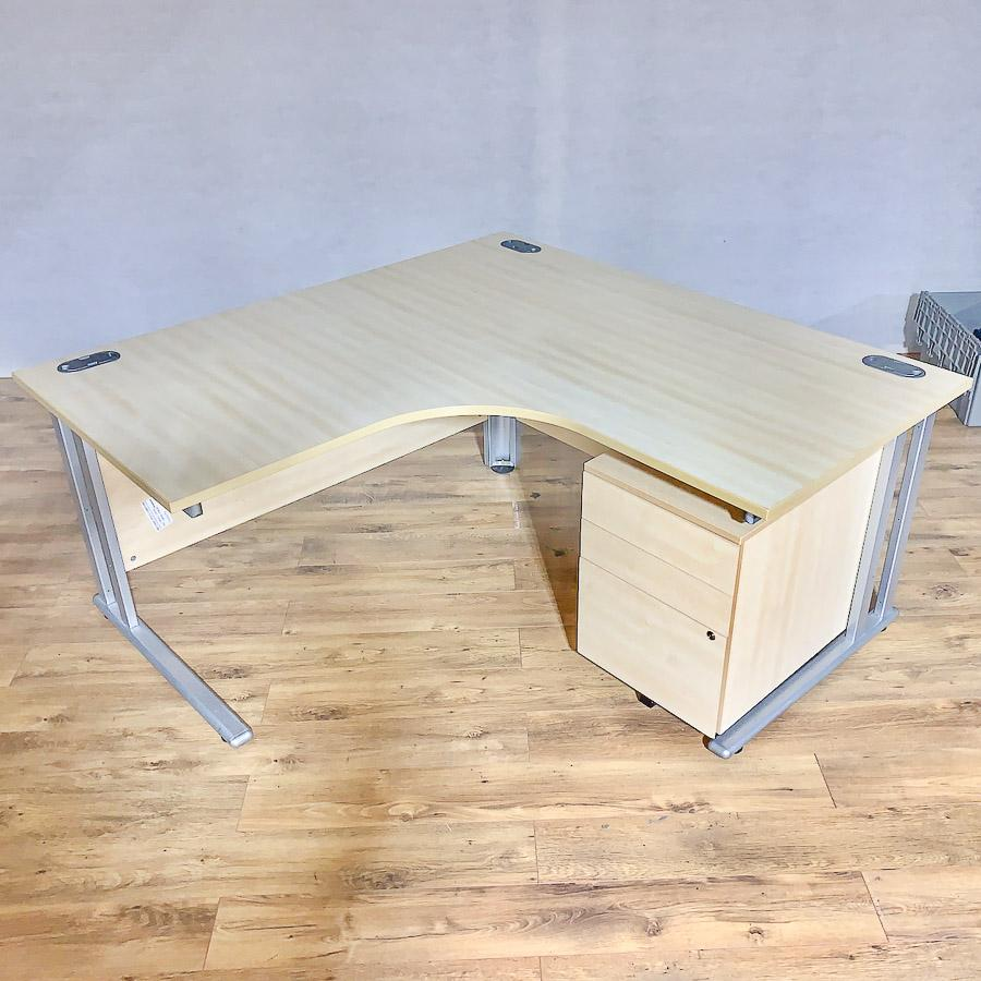 Maple 1600x1600 Corner Workstation (CW101)