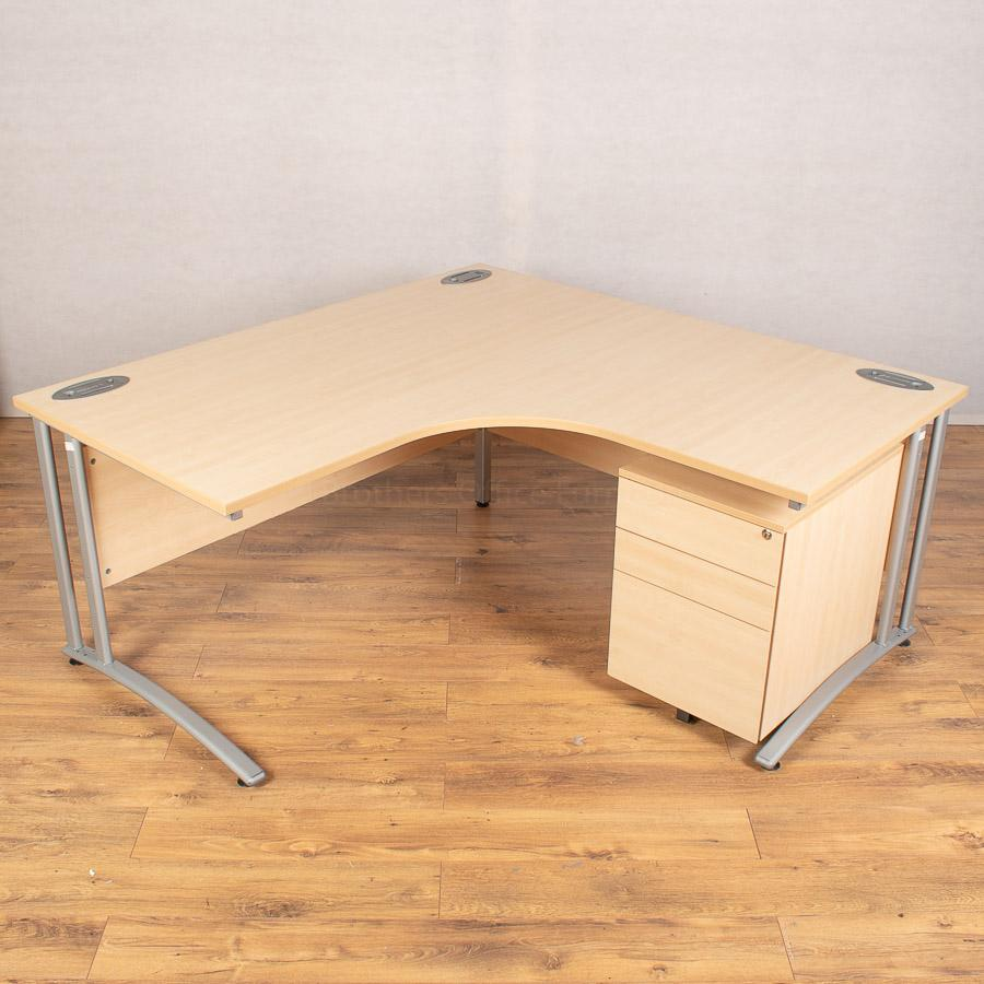 Morris Maple 1600x1600 Corner Workstation (CW105)