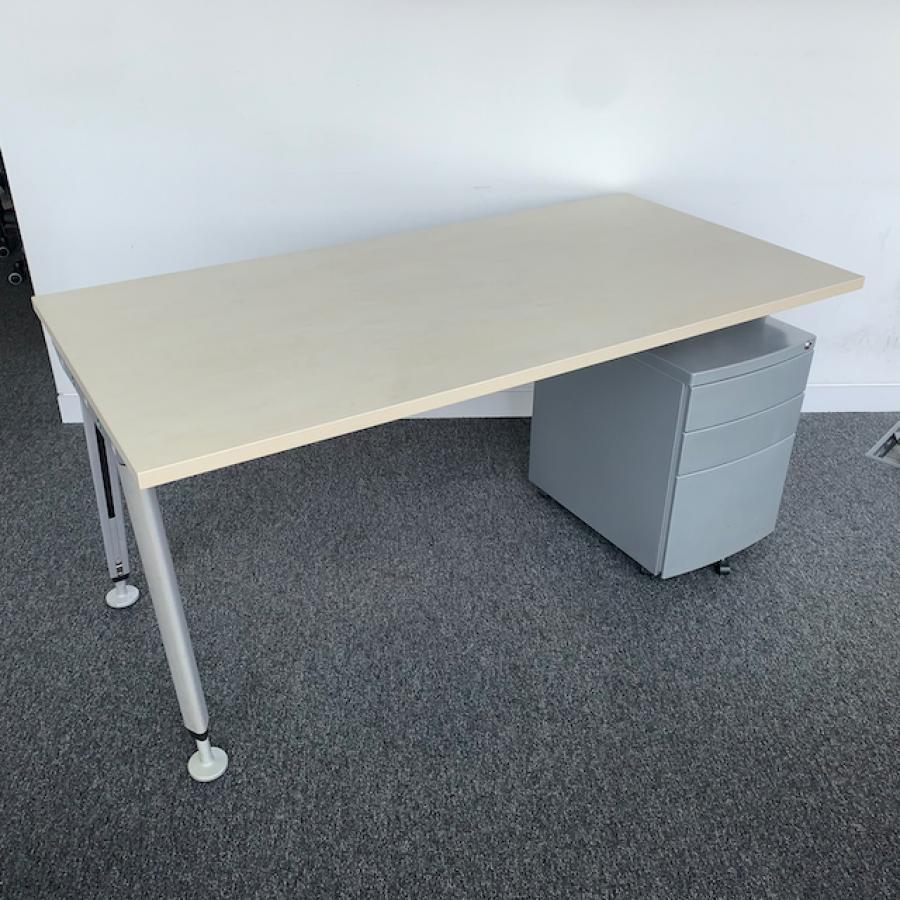 Maple 1600x800 Straight Workstation (SD176)