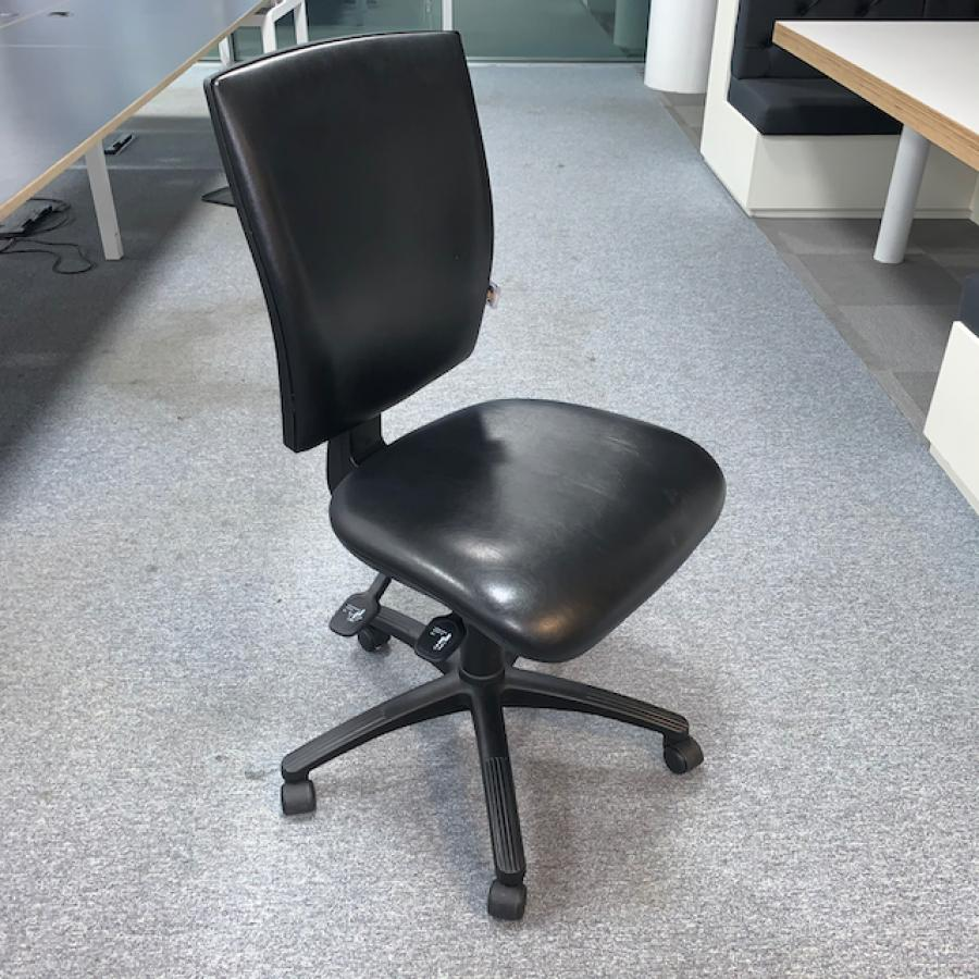Vinyl Office Chair (OP269)
