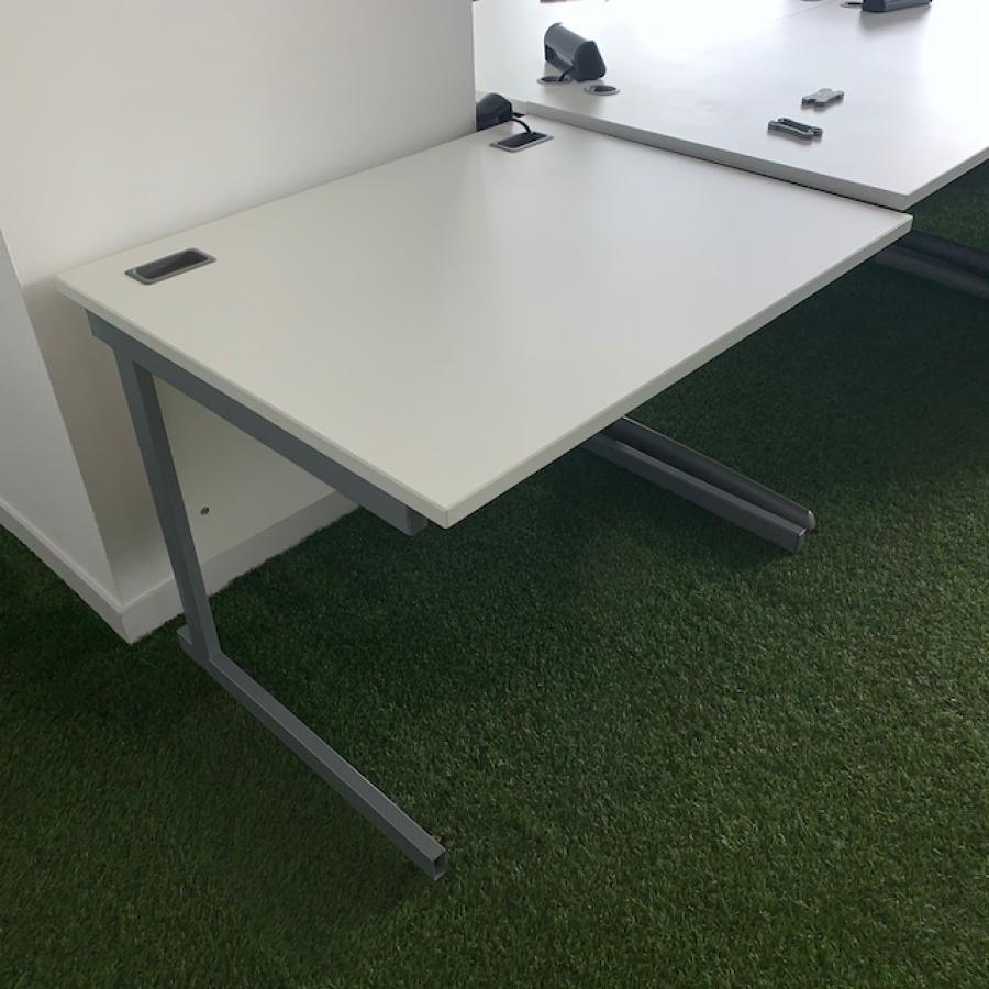 LP White 1000x800 Straight Desk (SD189)