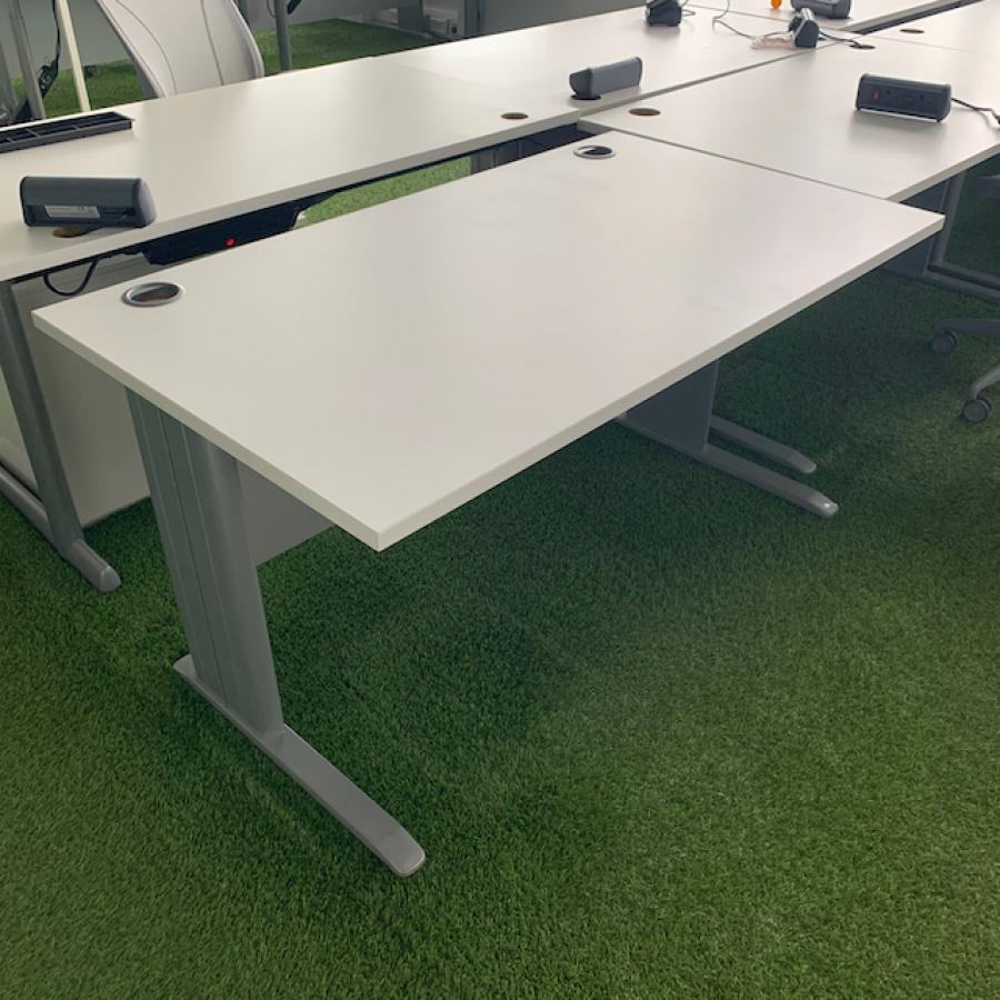 White 1600x800 Straight Desk (SD190)
