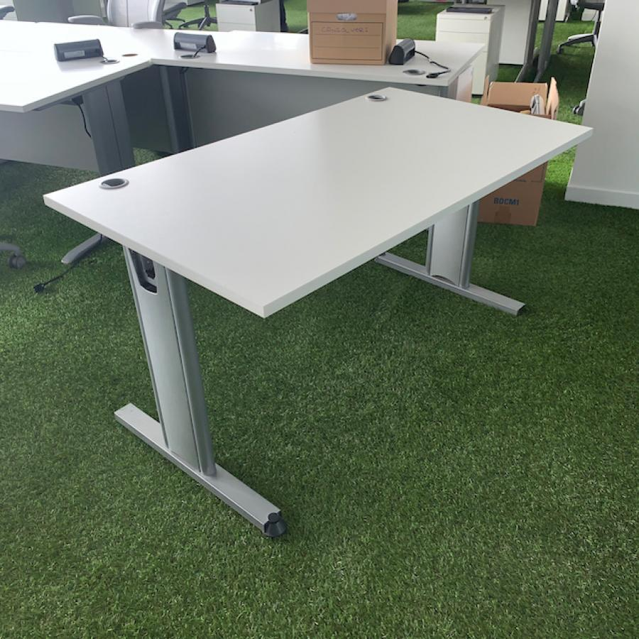 White 1400x800 Straight Beam Frame Desk (SD192)