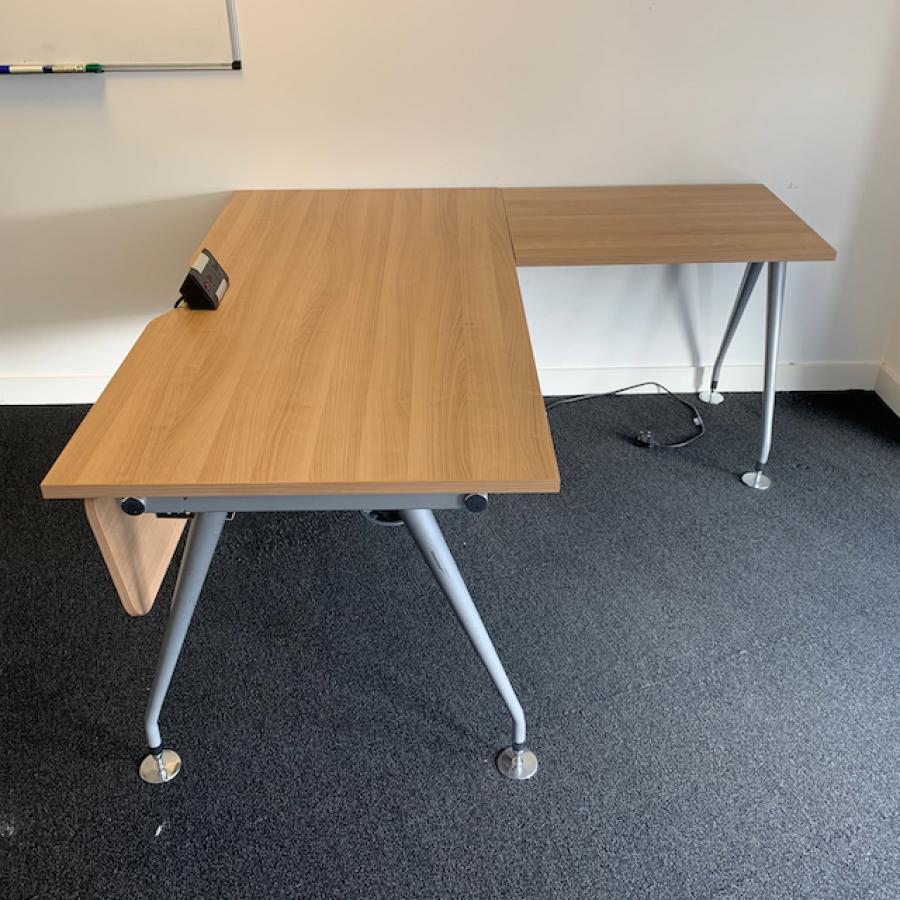 Mobili Vega Romana Straight Desk with Return