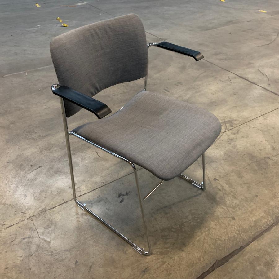 Howe 40/4 Stackable Meeting Chair
