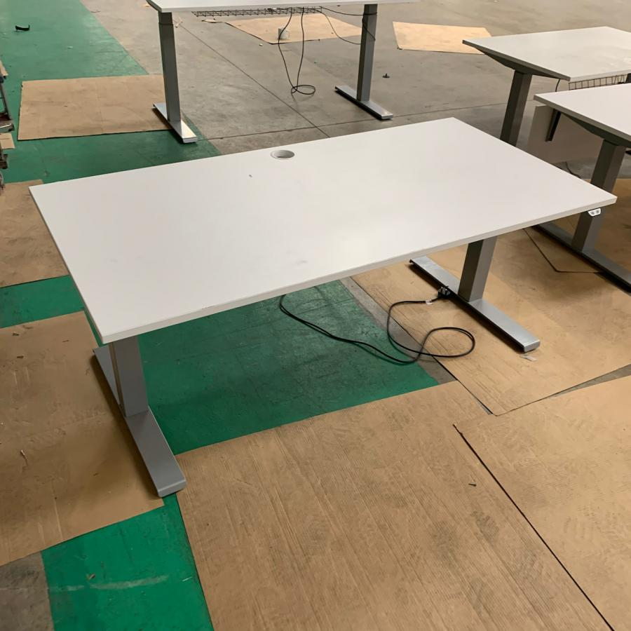 White 1400x800 Electric Sit Stand Desk