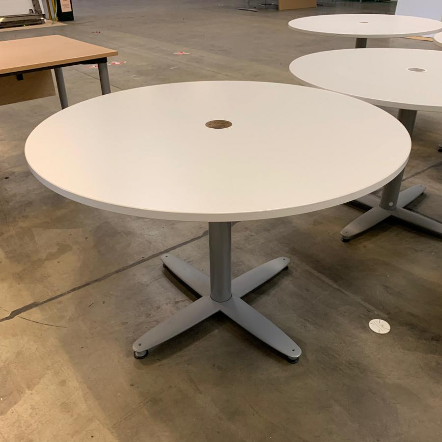 Kinnarps White 1100D Round Office Table