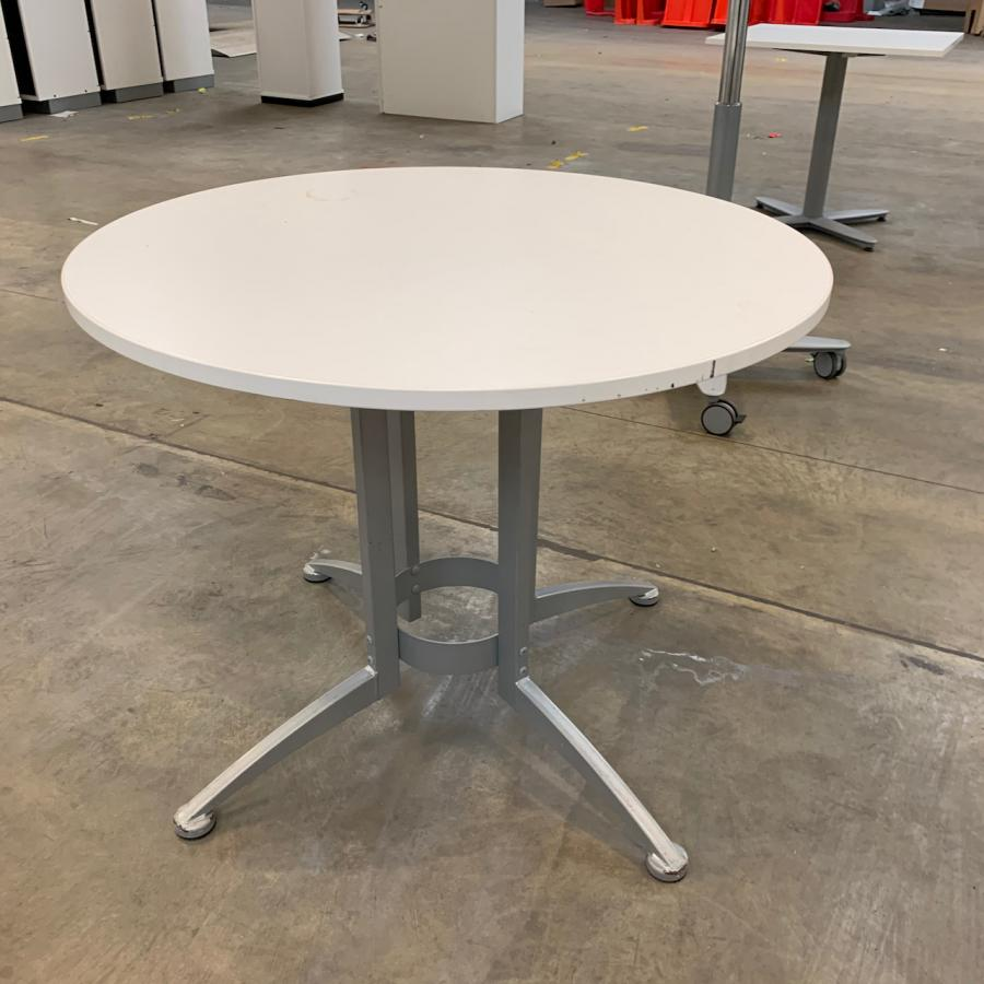 Kinnarps White 900D Round Office Table
