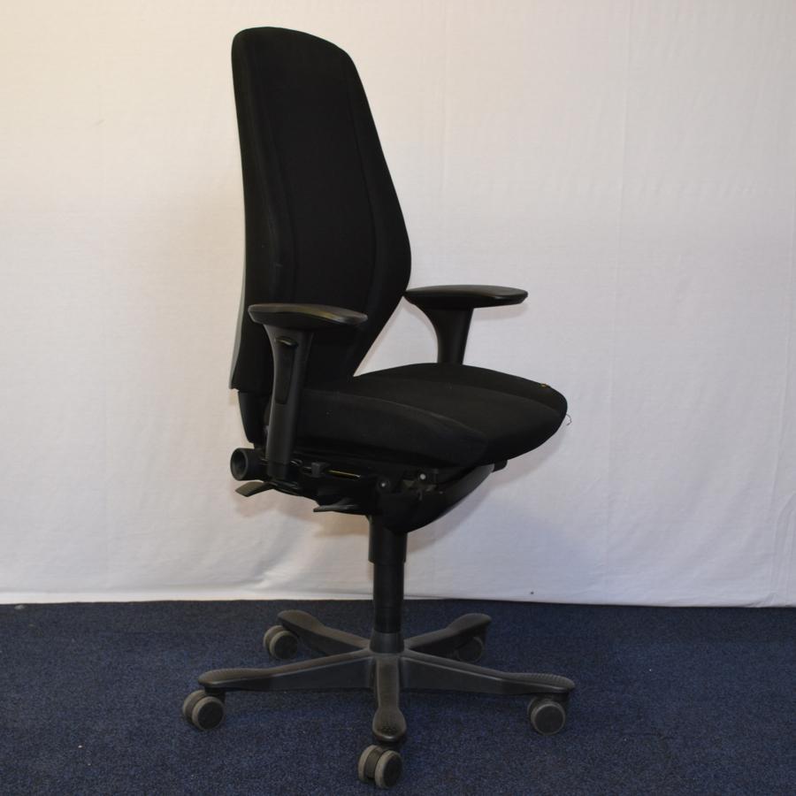 Kinnarps 9000 Black Fabric Task Chair